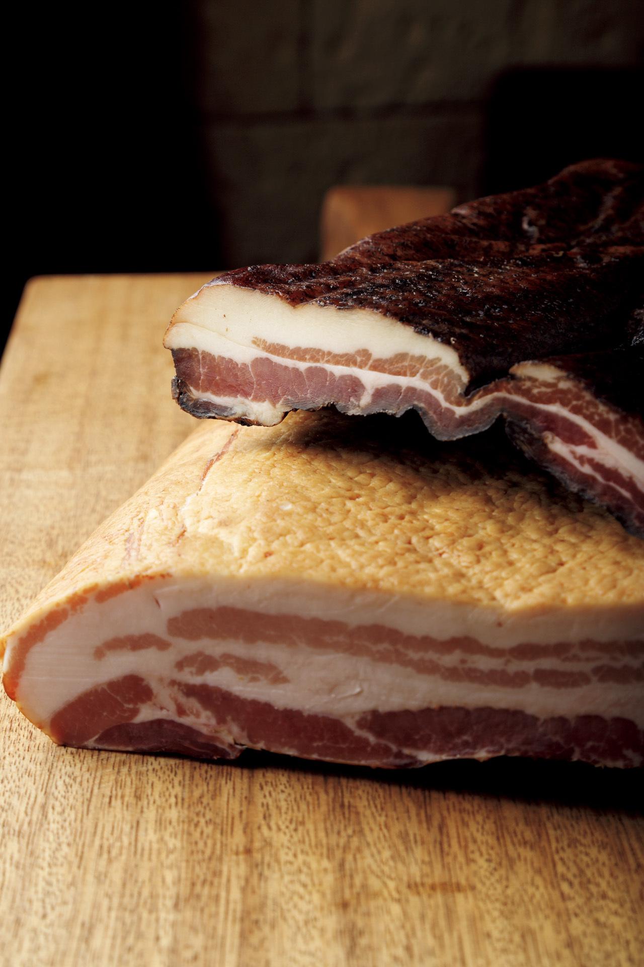 肉の旨みを凝縮 メスゲライ クツダのベーコン_1_1