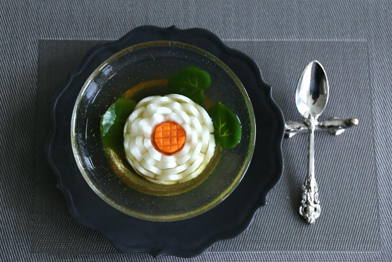淡路産の玉ねぎと人参で作る蓮の花スープ