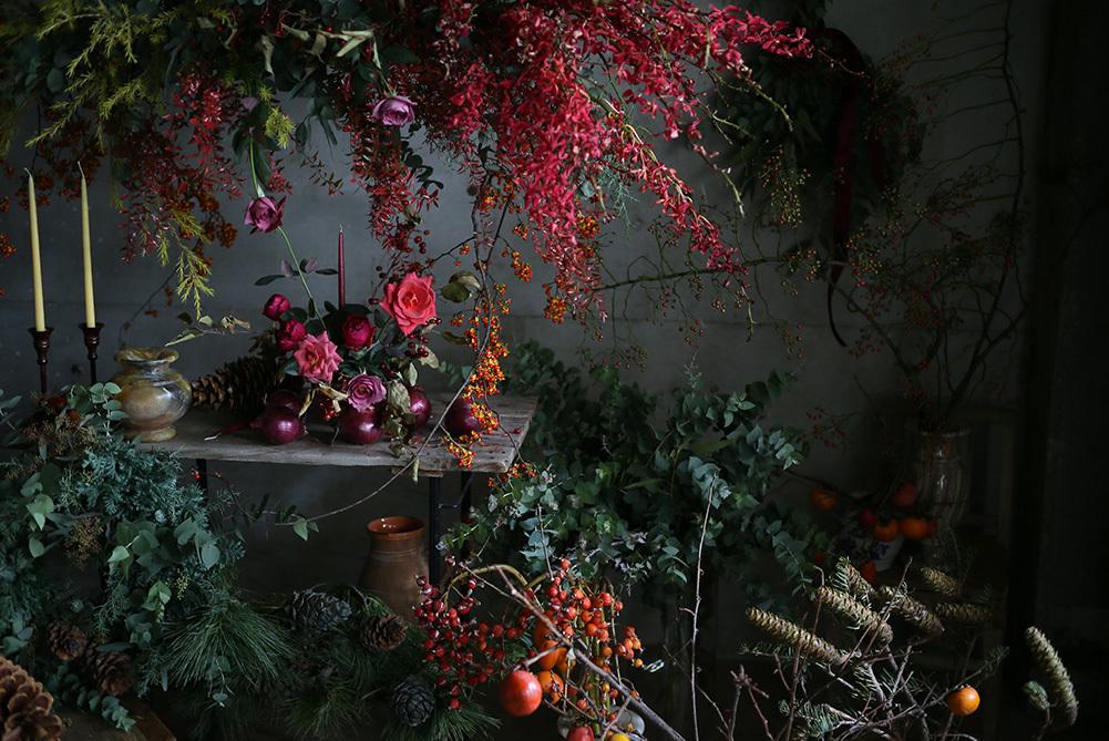 田口さんが冬をイメージして制作した空間。グリーンとレッドのハーモニー。