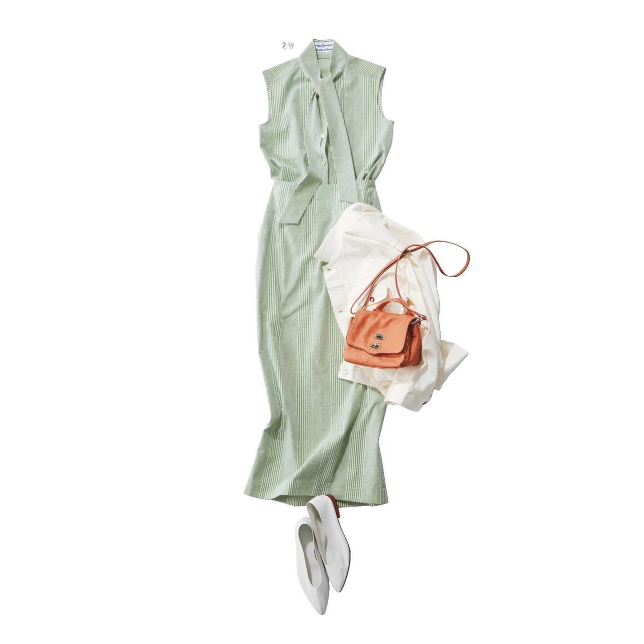 ■ライトグリーンのブラウス×ライトグリーンのタイトスカートコーデ