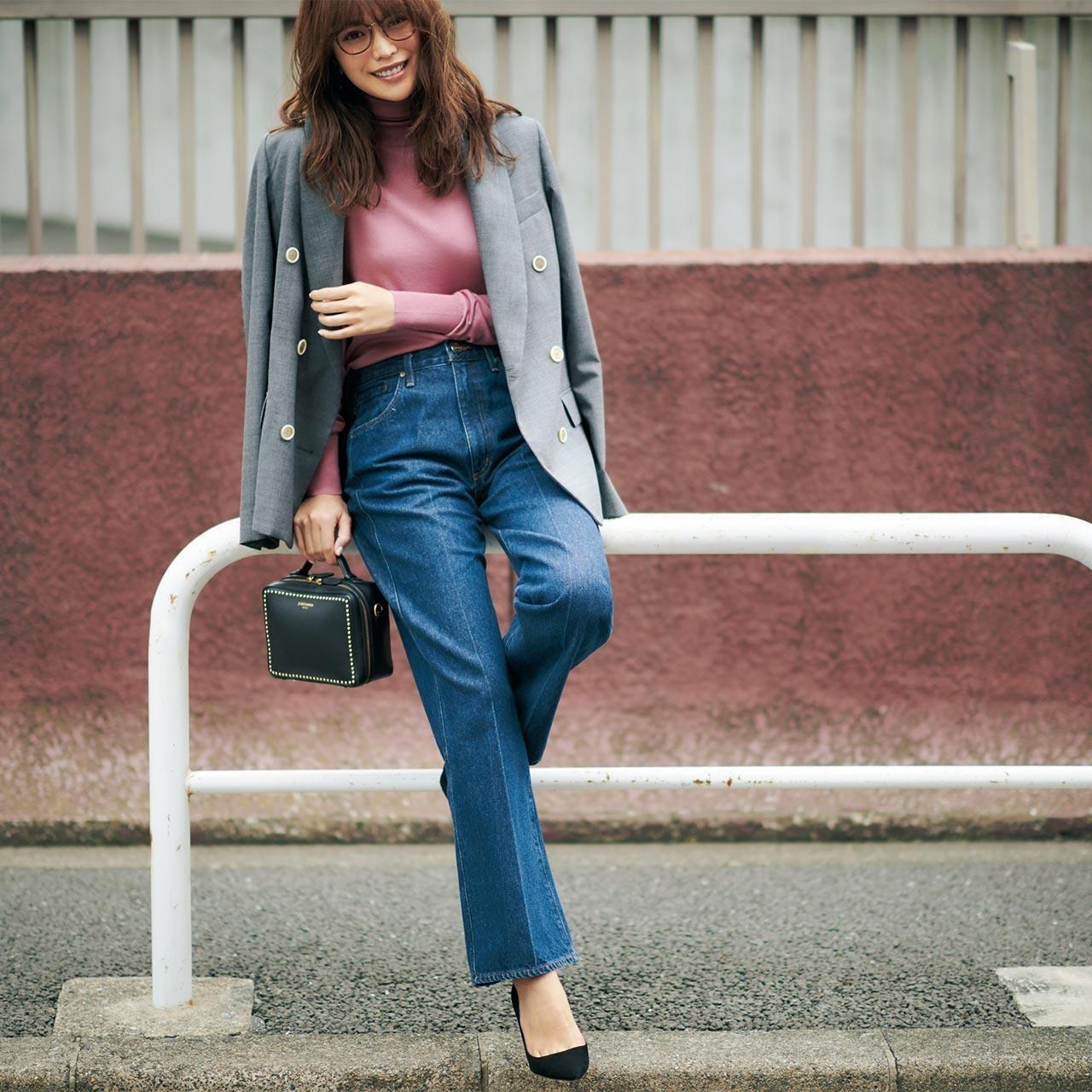 グレージャケット×デニムパンツのファッションコーデ