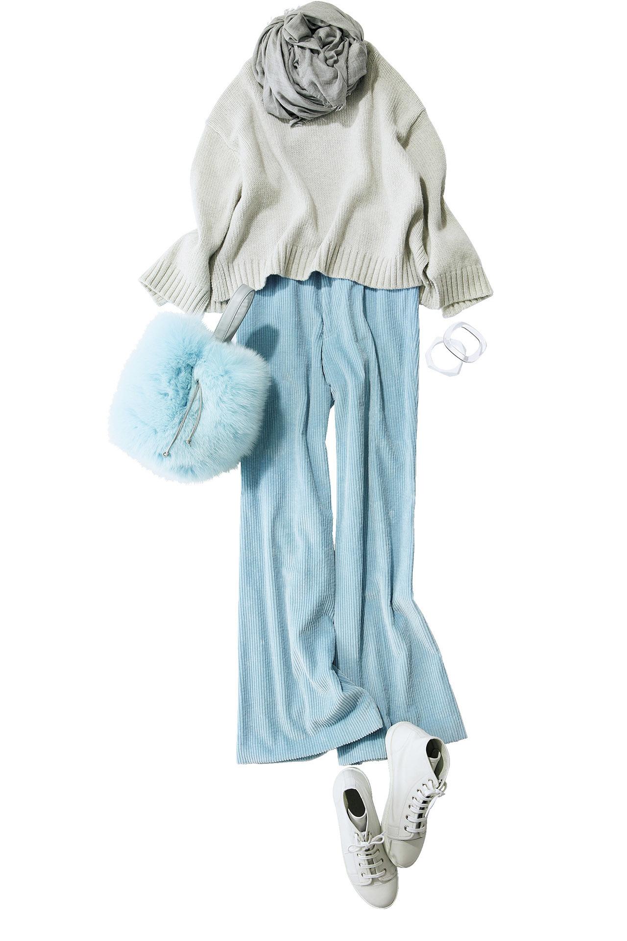 アイスブルーのファーバッグは「エストネーション」との別注アイテム