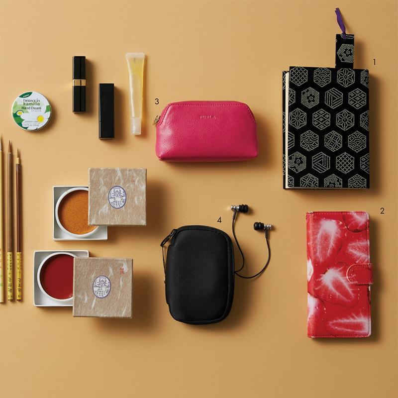 """資生堂のパッケージデザインも手掛ける日本画家・大竹彩奈さんは、和の""""粋""""を感じるアイテムを愛用!【働く女のバッグの中身】_1_4"""