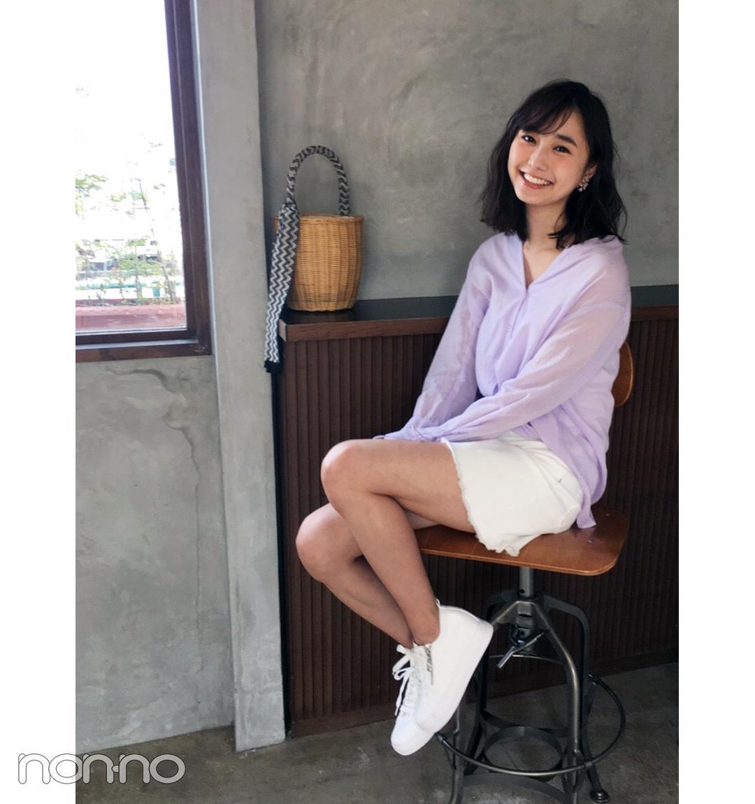 鈴木友菜はきれいめ透け感シャツで、ミニスカコーデをアップデート【毎日コーデ】_1_1