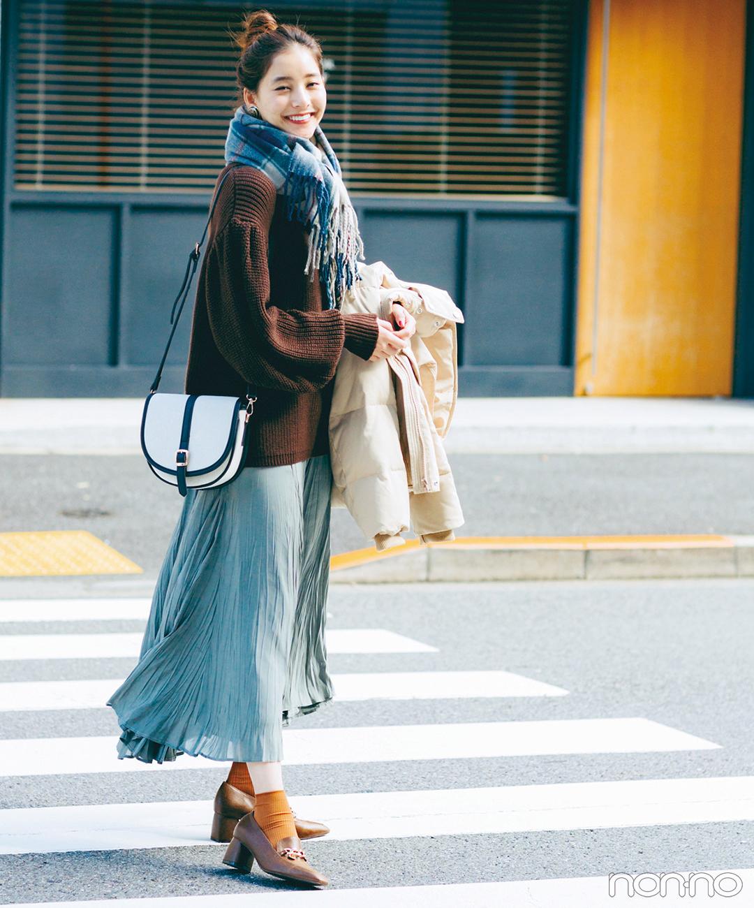 新木優子はニット&揺れスカートでラフさと甘さを絶妙ミックス【毎日コーデ】