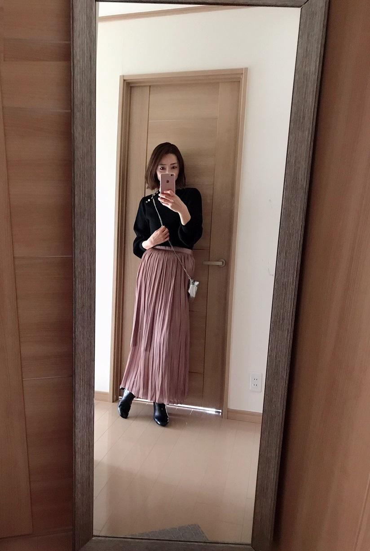 ピンクのスカート着画