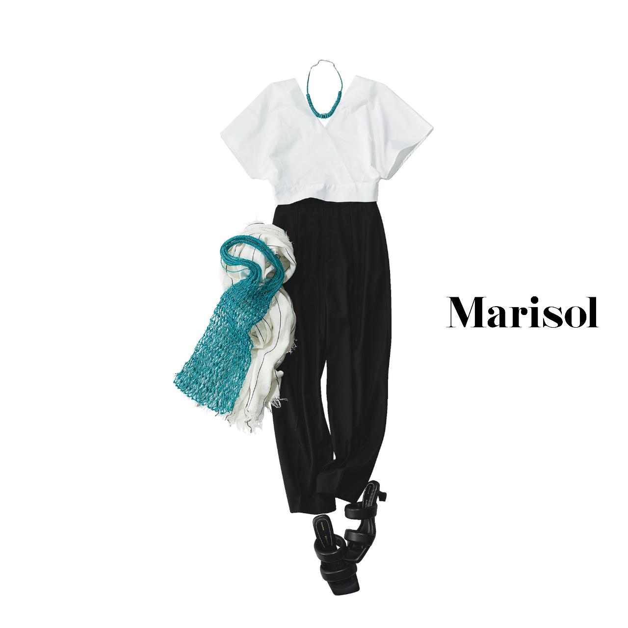 40代ファッション  白ブラウス×黒パンツコーデ