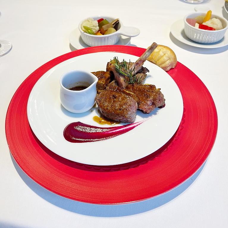 Blanc Rouge ブランルージュ 東京ステーションホテル 仔羊 赤 鮮やか