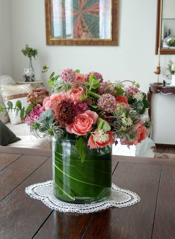 お花の他に、アップルミント、クレマチスシード、ユーカリなども入れています