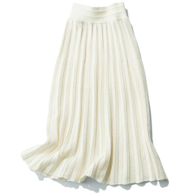 レースやシフォンといった透け感のあるスカート