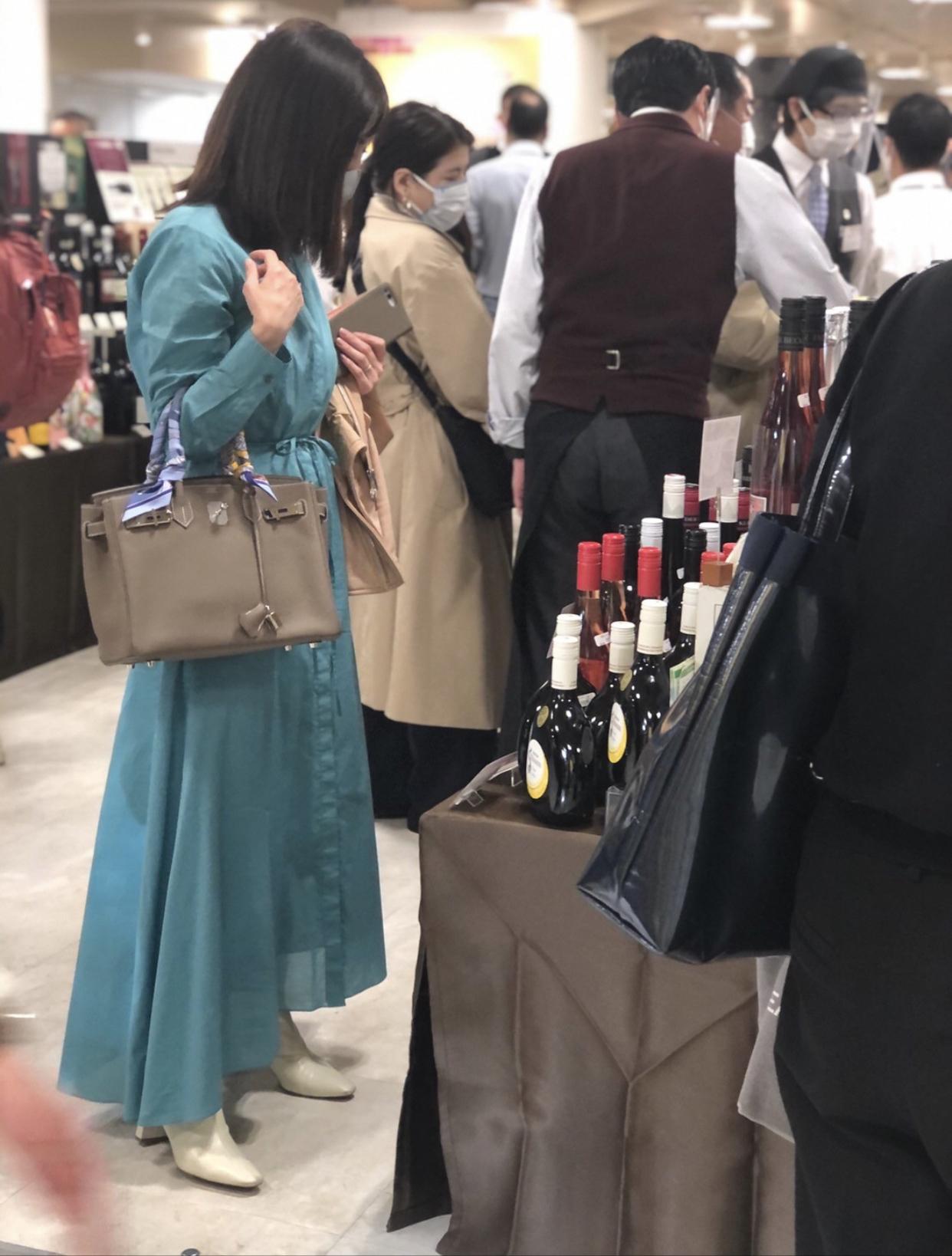お気に入りワンピースを着て『世界を旅するワイン展2021』へ_1_3-2