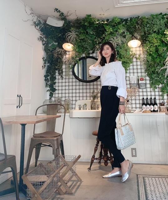 オフショルダーシャツで赤坂のcafeへ_1_3