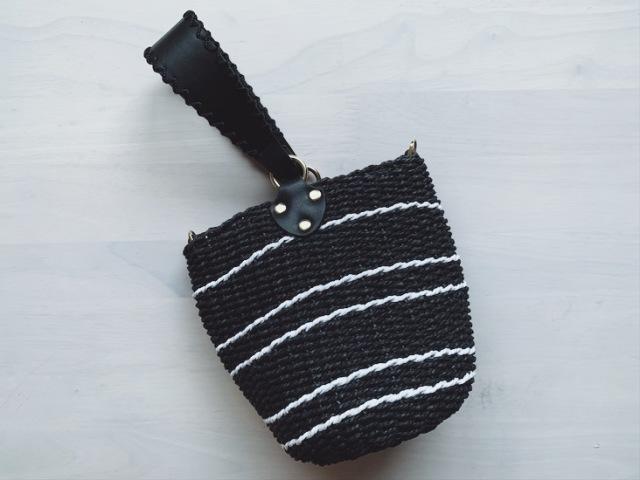 シックな黒のカゴバッグは夏コーデにとっても使える_1_1