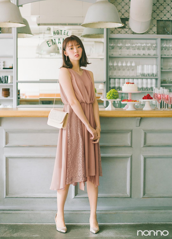 人気の定番シルエットをベースに、スカート部分を3種類の生地で切り替えてスタイリッシュにアレンジ。