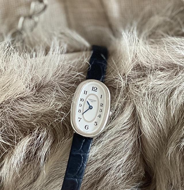 このロンジンの腕時計はフォルムが女性らしくてお気に入り♡
