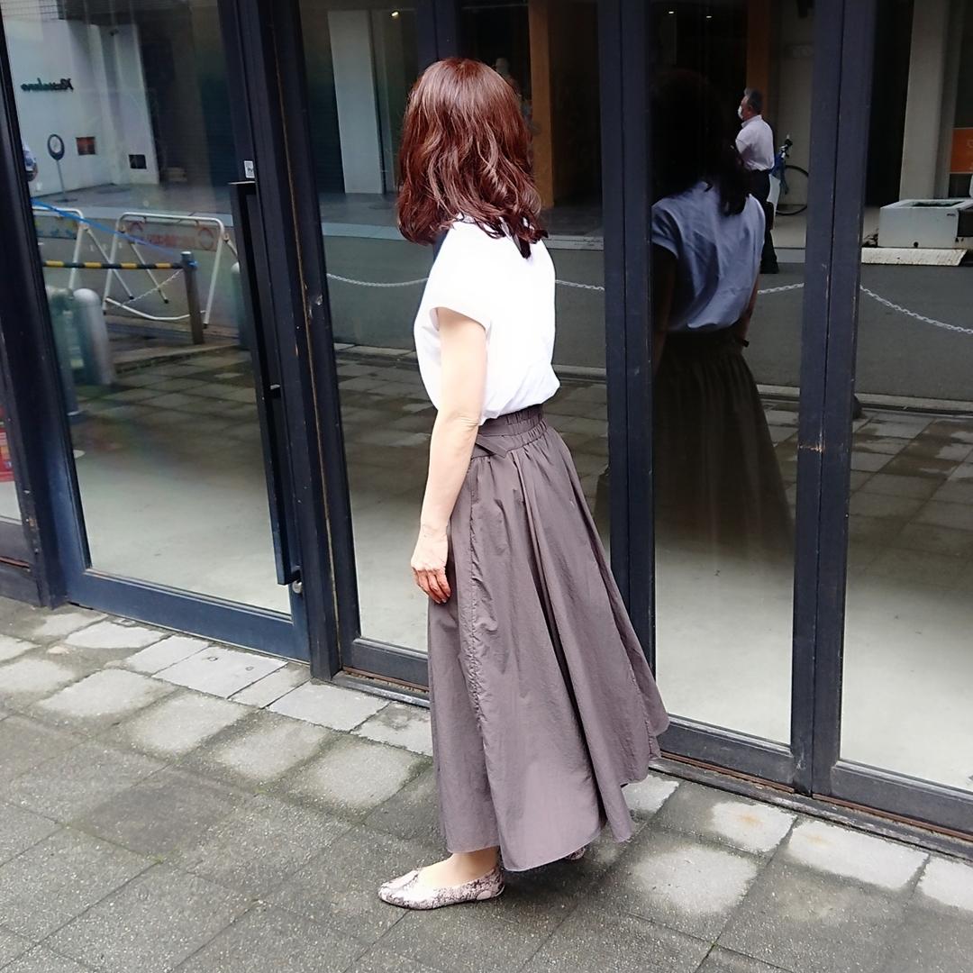フレンチスリーブTシャツ  ブラウンフレアスカート