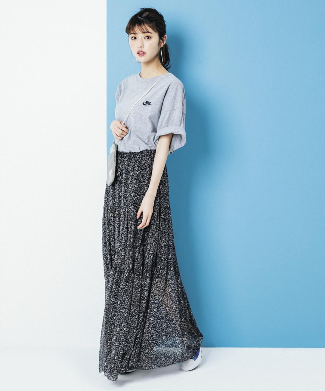 【夏のロングスカートコーデ】鈴木優華は、フェミニンな小花柄スカートでロゴTに特別感をプラス★