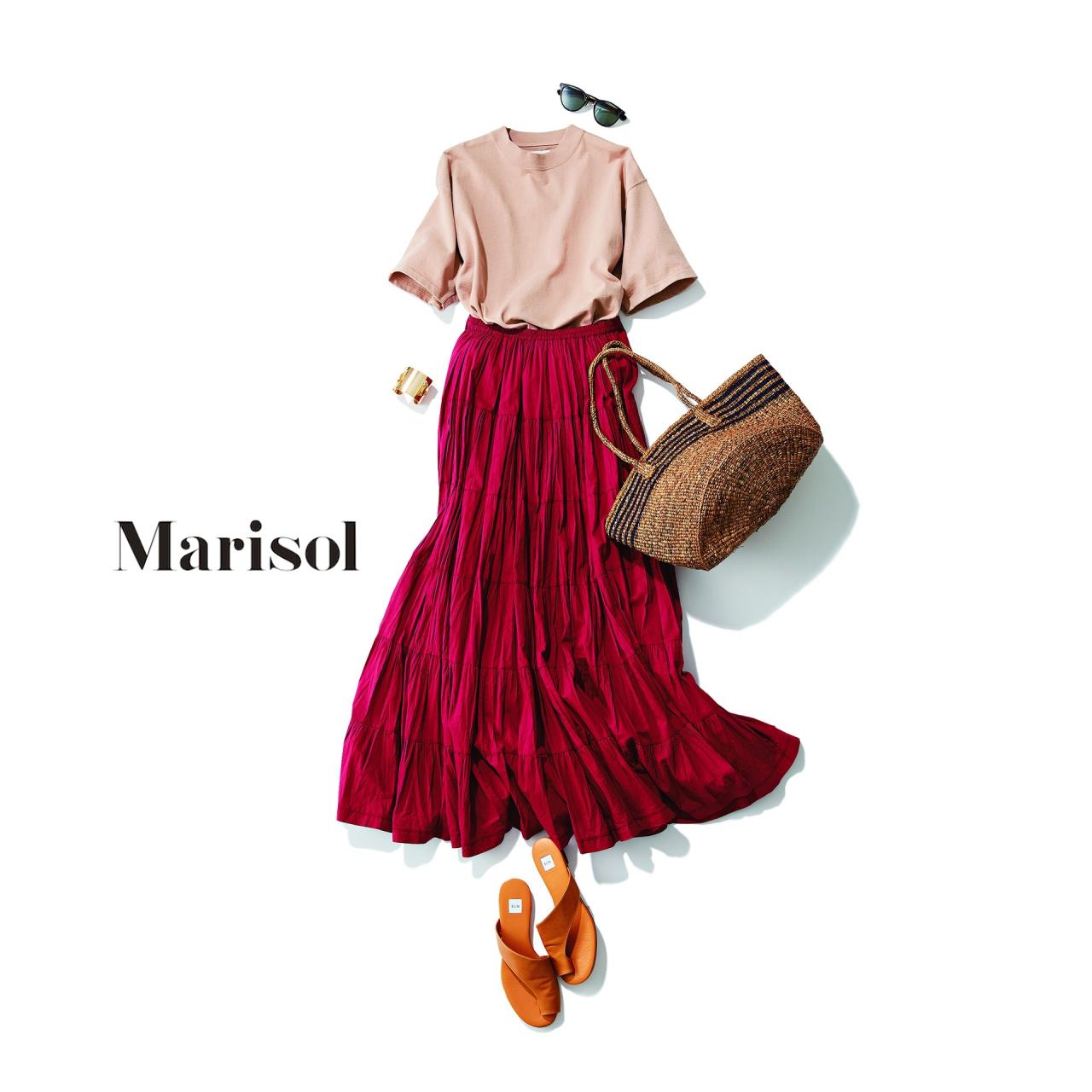 ピンクTシャツ×赤スカートコーデ