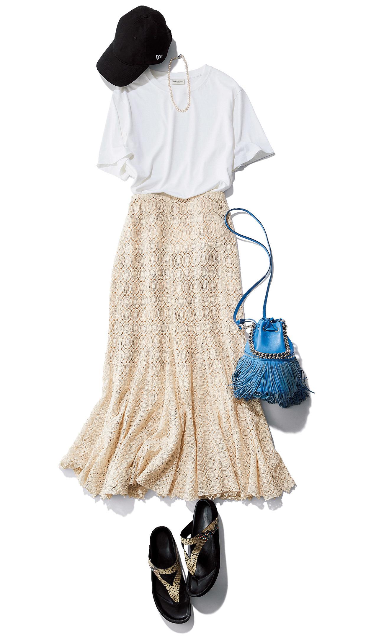 白Tシャツとアイボリーレーススカートのワンツーコーデ