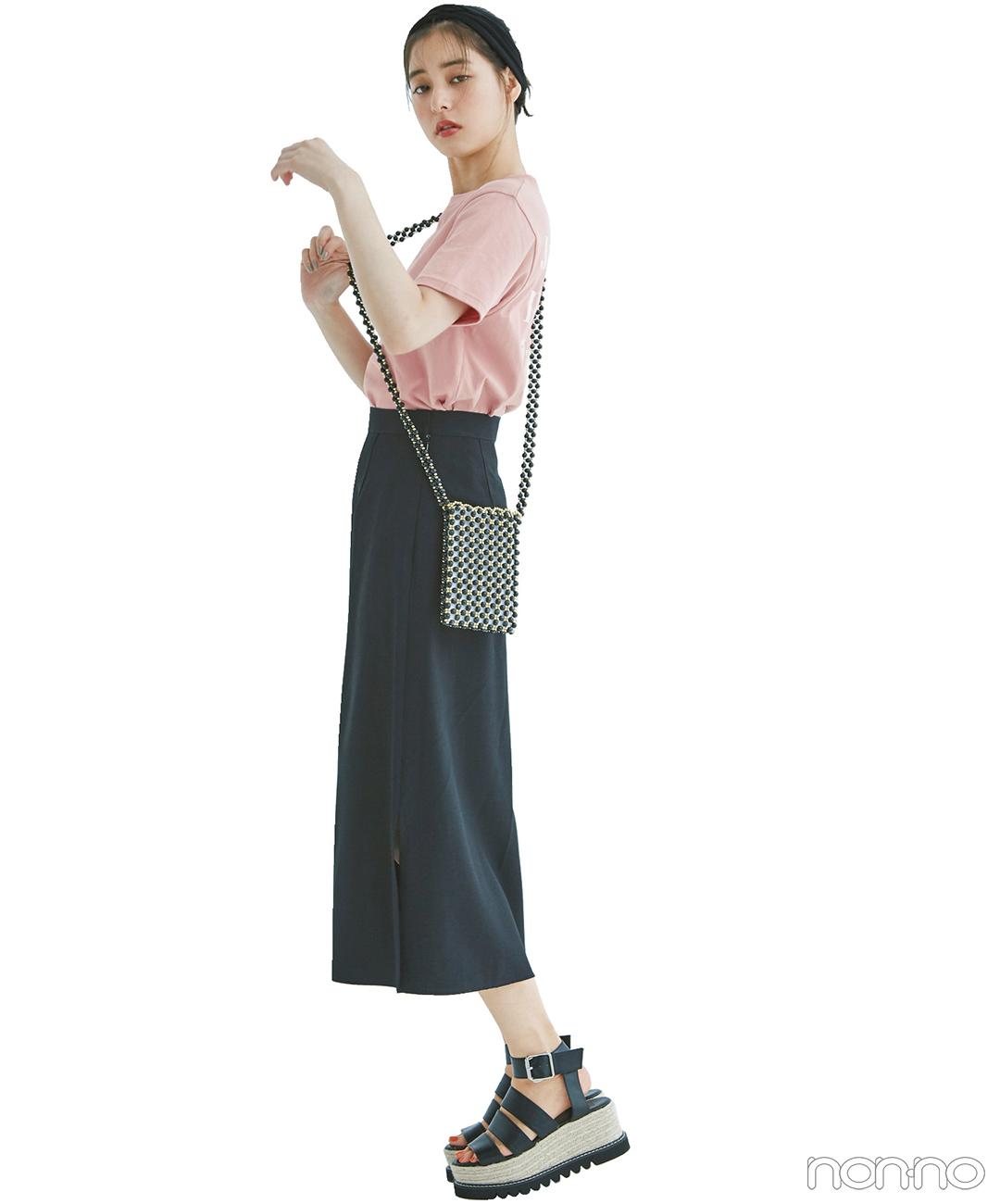 新木優子はピンクTシャツ+ロングタイトで脚長コーデ【毎日コーデ】
