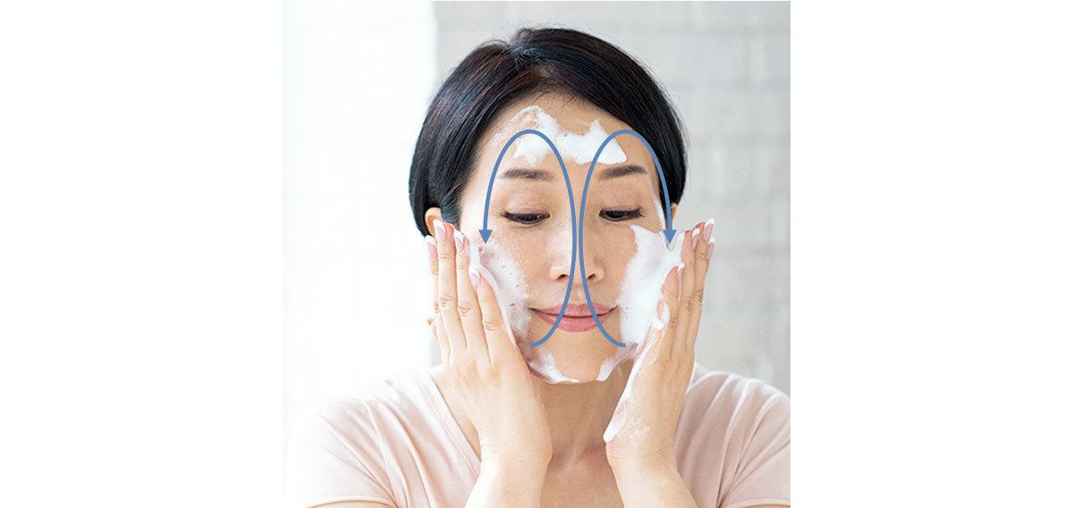5.顔全体はふわり、外回転洗い