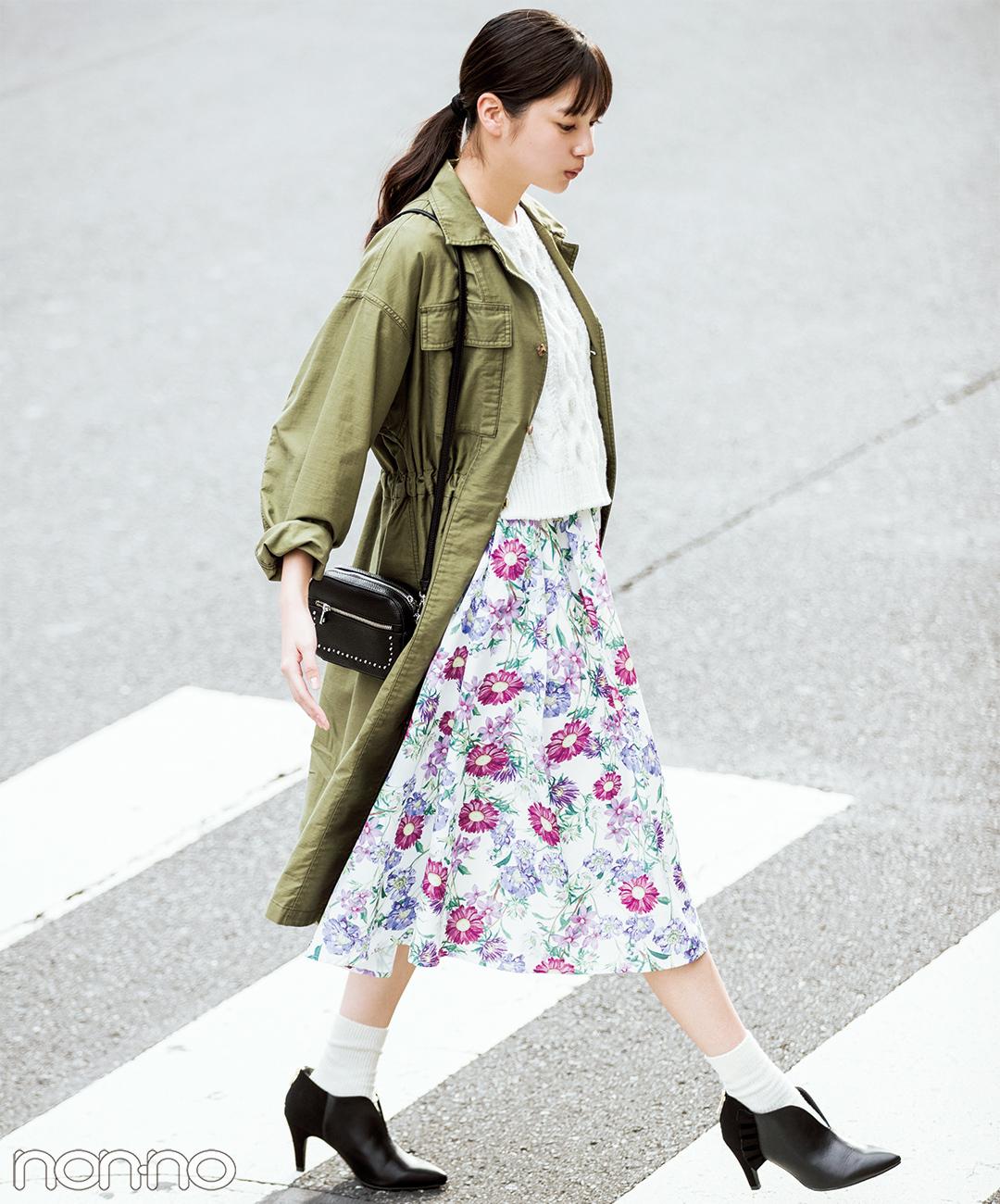 【春の花柄スカートコーデ】女子っぽ花柄スカートはカーキのワンピースを羽織って甘辛MIX★