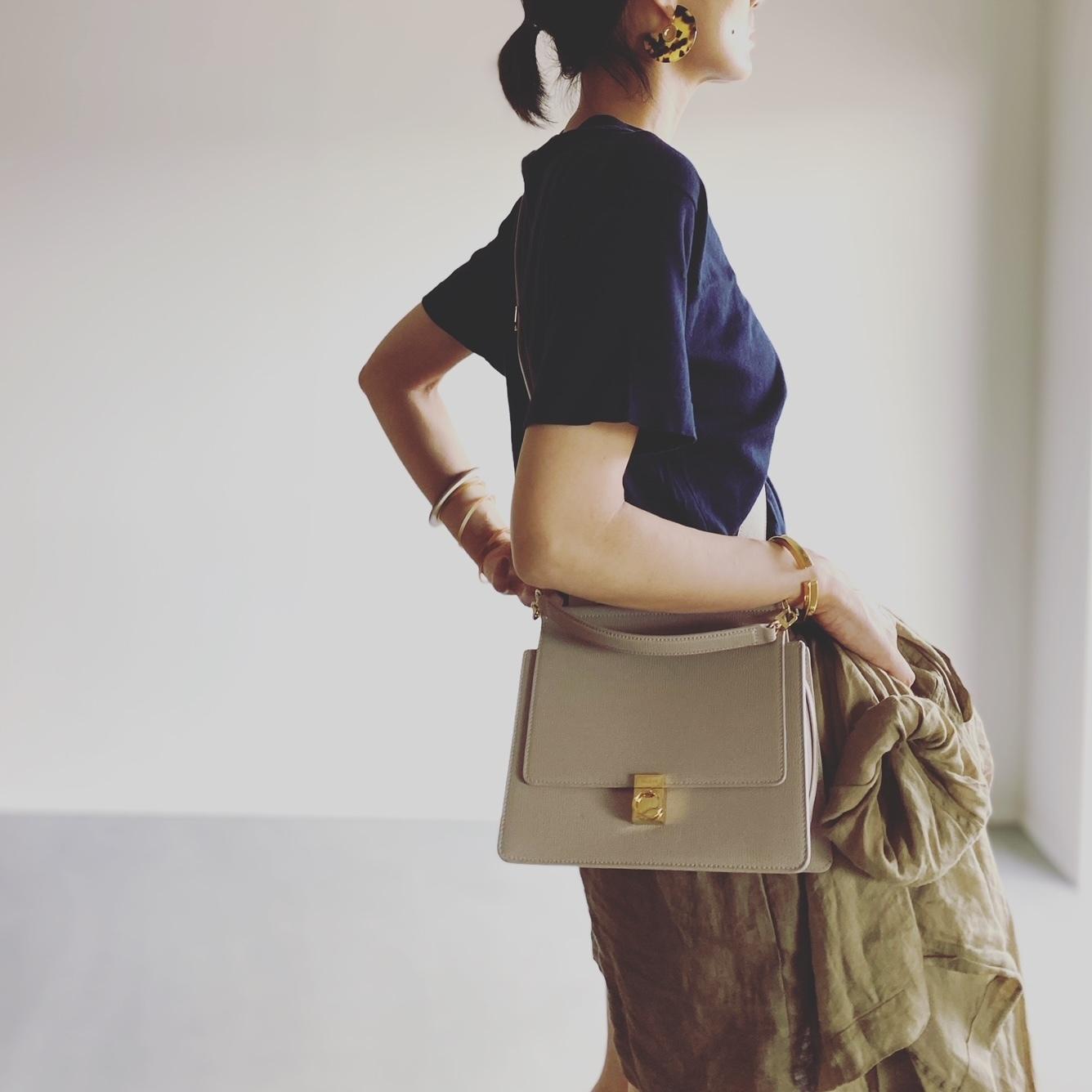 秋の気配を感じるオールブラックコーデからアラフォーのための細見え服まで【ファッション人気記事ランキングトップ10】_1_7