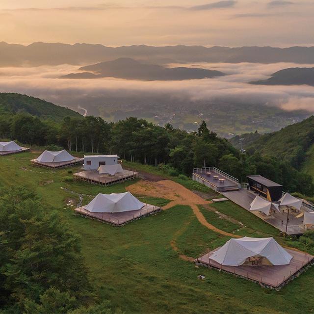 標高1200mの絶景ロケーションで贅沢なグランピング体験を