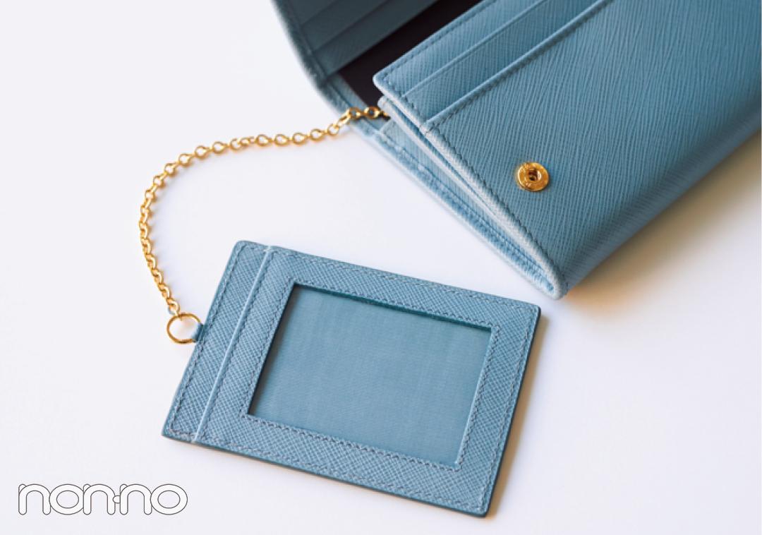 ミニ財布を買うならプラダ♡ 新作のブルーが素敵すぎる!【20歳からの名品】_1_3-3