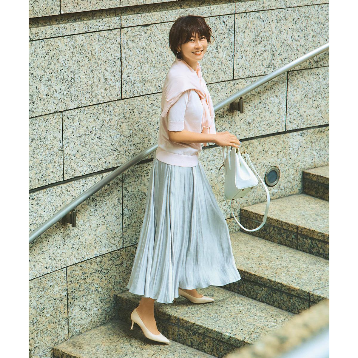 ■ペールトーンのピンクアンサンブルニット×スカートコーデ