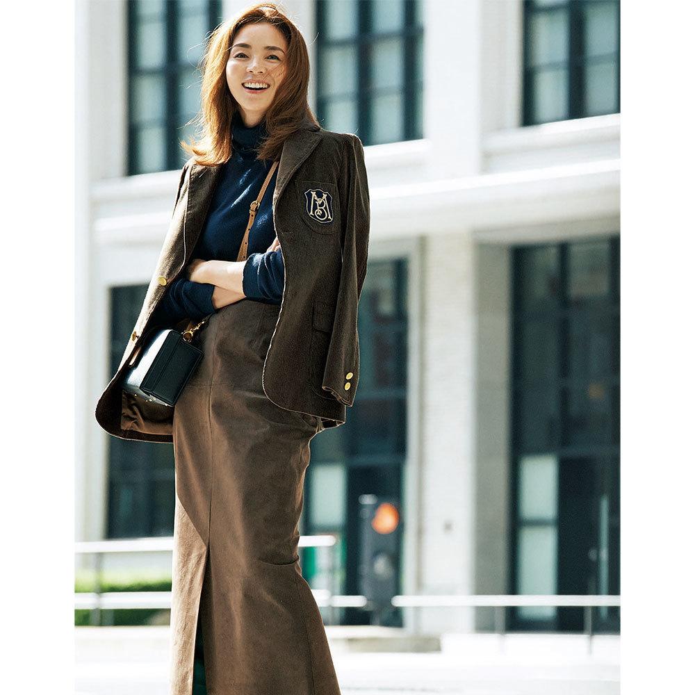 ブラウンジャケット×スカートのファッションコーデ