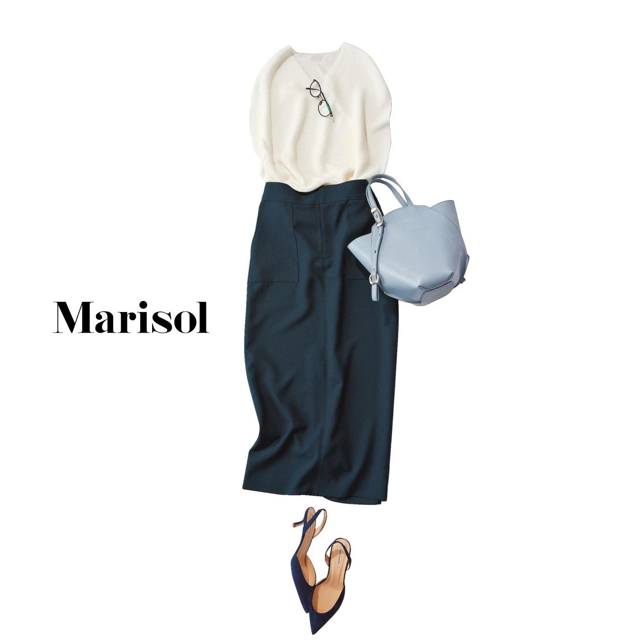 40代ファッション 白ニット×ネイビースカートコーデ