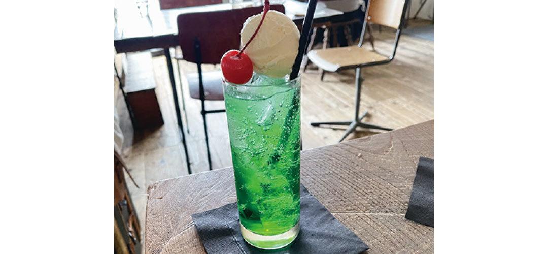 紺野彩夏は喫茶店やカフェで飲むクリームソーダが大好き