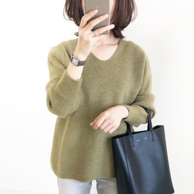 プチプラ!くすみグリーンのVネックニット【tomomiyuコーデ】_1_1