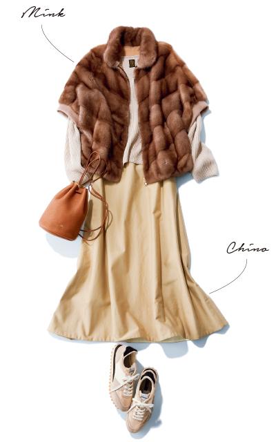 ミンク素材のコートとチノスカートのコーデ