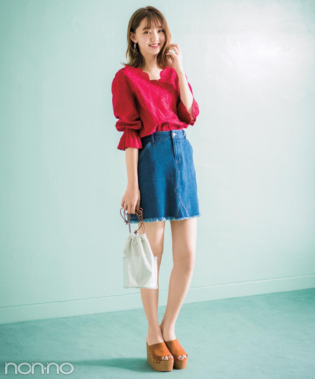 【夏のデニムコーデ】江野沢愛美は洗練の赤トップスでデニムを大人に♪