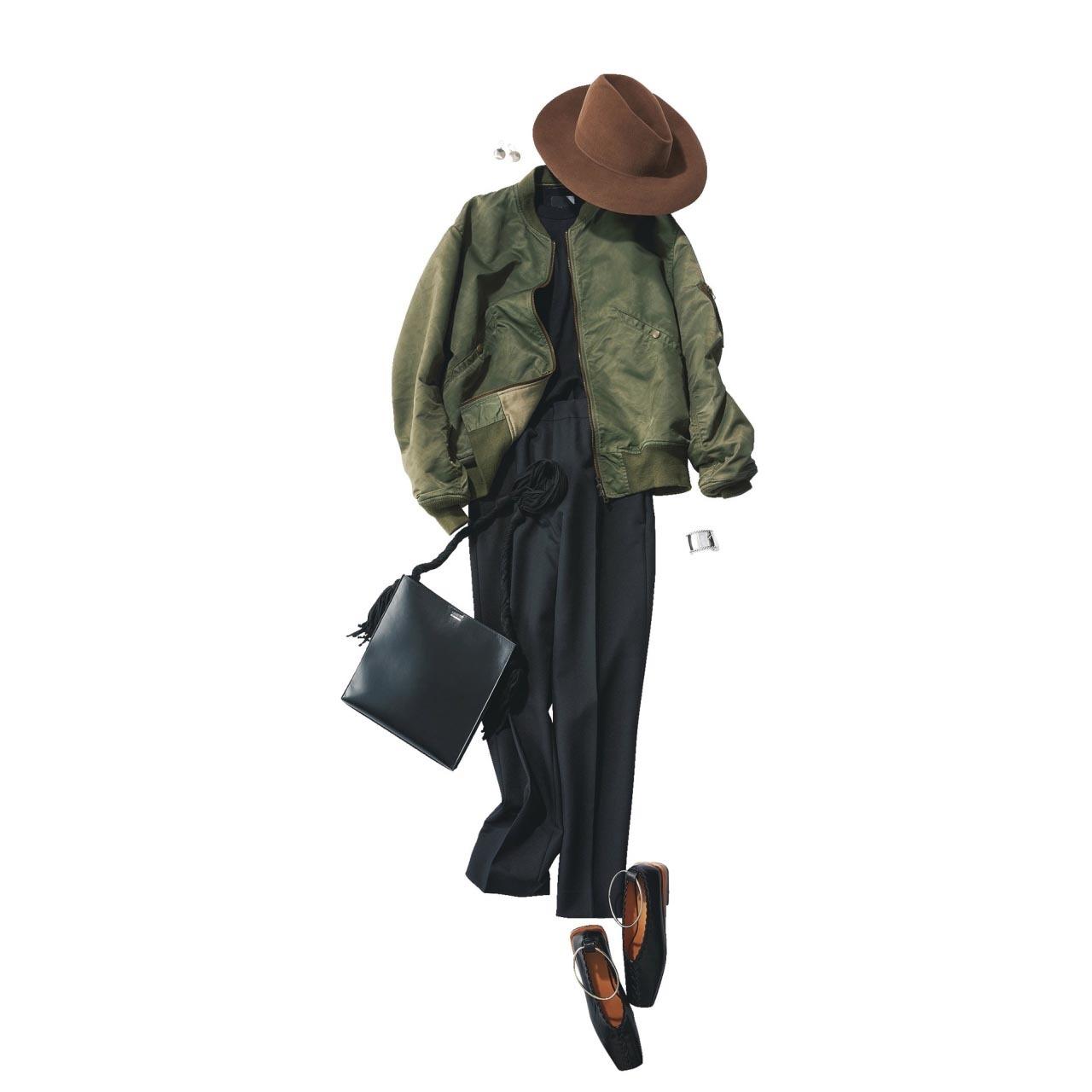 ■ブルゾン×黒トップス×黒パンツのはおりコーデ