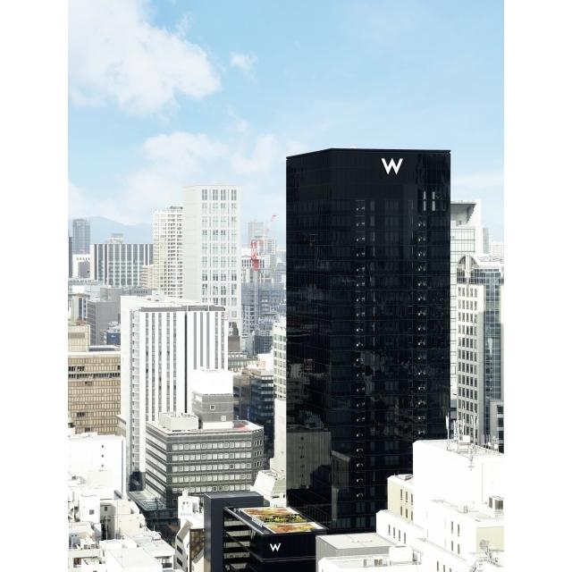大阪市のメインストリート御堂筋に面して立つ27階建て