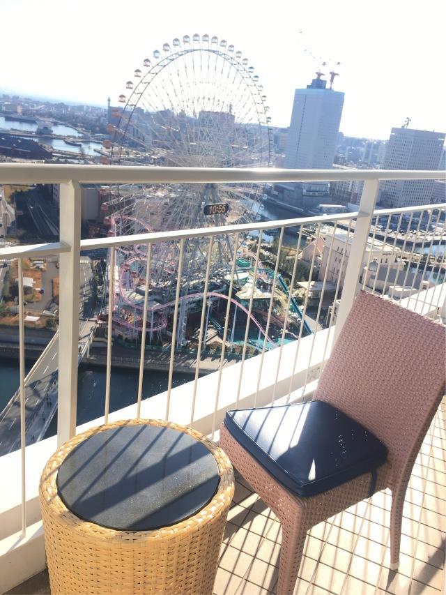 ホテルなのにバルコニーがあって、朝陽が燦々と降り注ぎます。気持ちイイ〜。