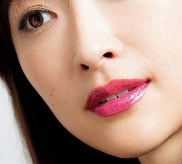 シアーなベリー色の唇で、少しだけ秋の顔_1_2-2