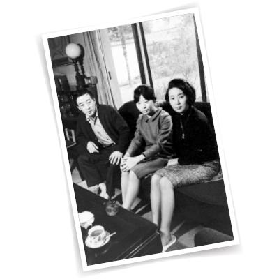 '81年、妹・理恵さんの芥川賞受賞時。左の兄・淳之介さんも'54年に同賞を受賞。