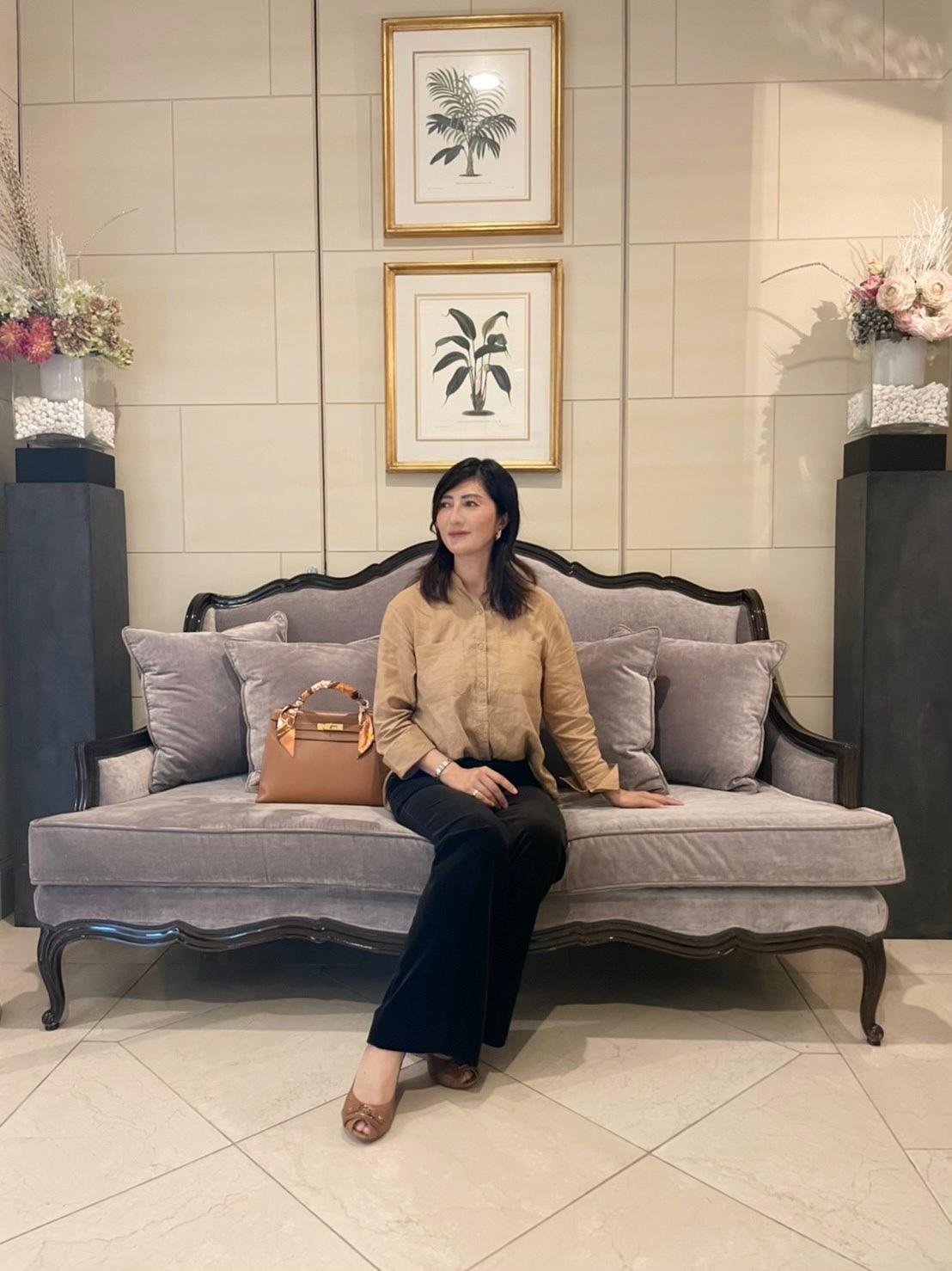 濃ベージュシャツで 華組の豊田真由美ちゃんとMiss Dior Exhibitionへ。_1_1