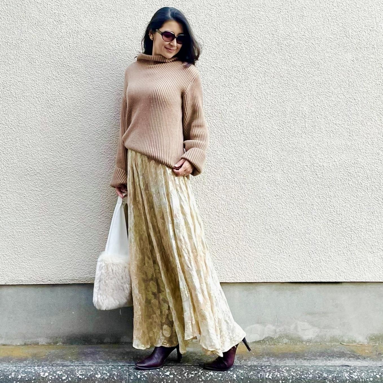 「冬ファッションを華やかにしたい!」一枚あると便利な花柄スカート選びのコツ_1_4