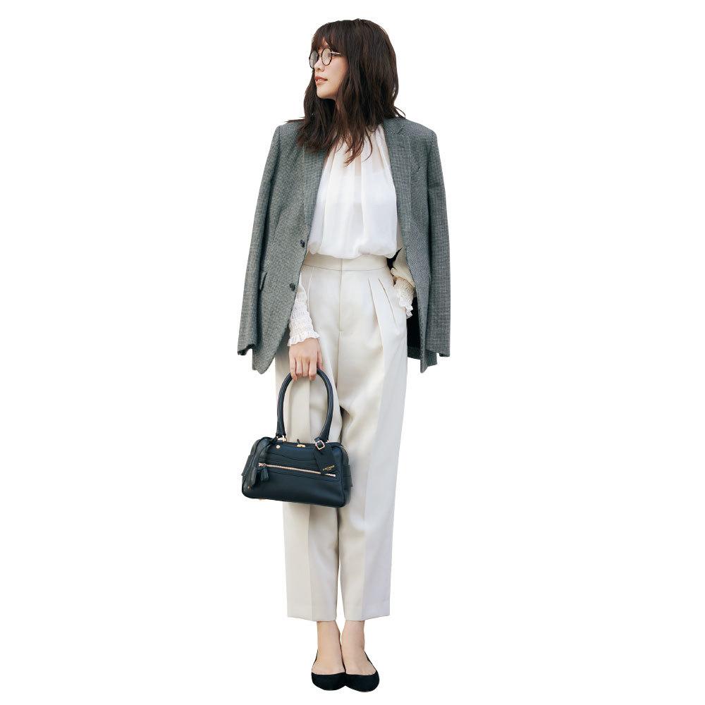 ファッション フェミニンブラウス×九分丈テーパードパンツコーデ