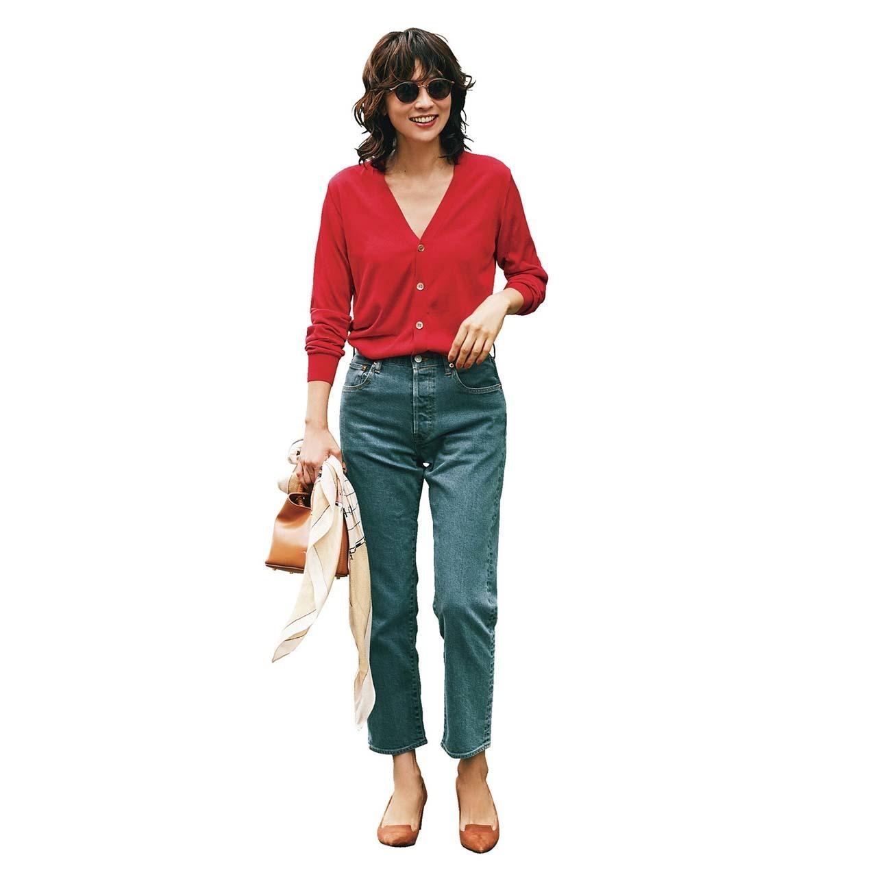 赤カーディガン×デニムパンツのファッションコーデ