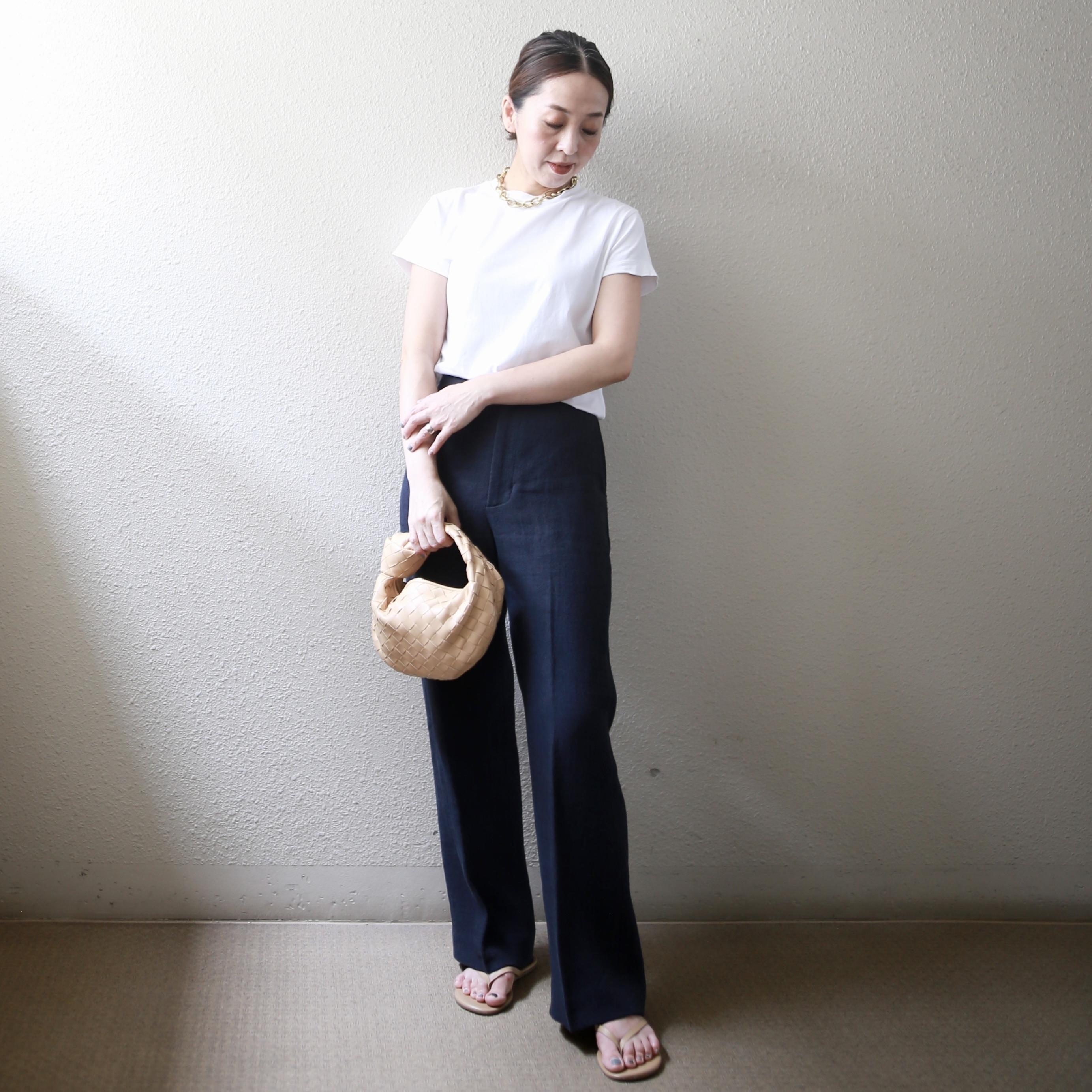 定番「白Tシャツ」の着こなしを更新! アラフォーがこなれて見えるコーデ術まとめ 40代ファッション_1_16