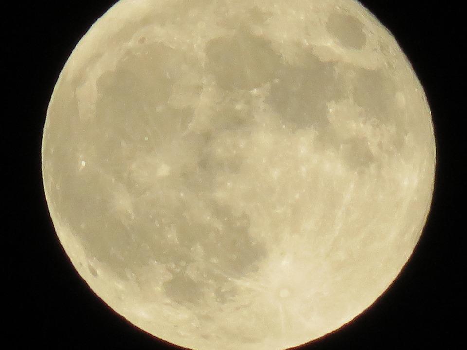 十五夜、満月。