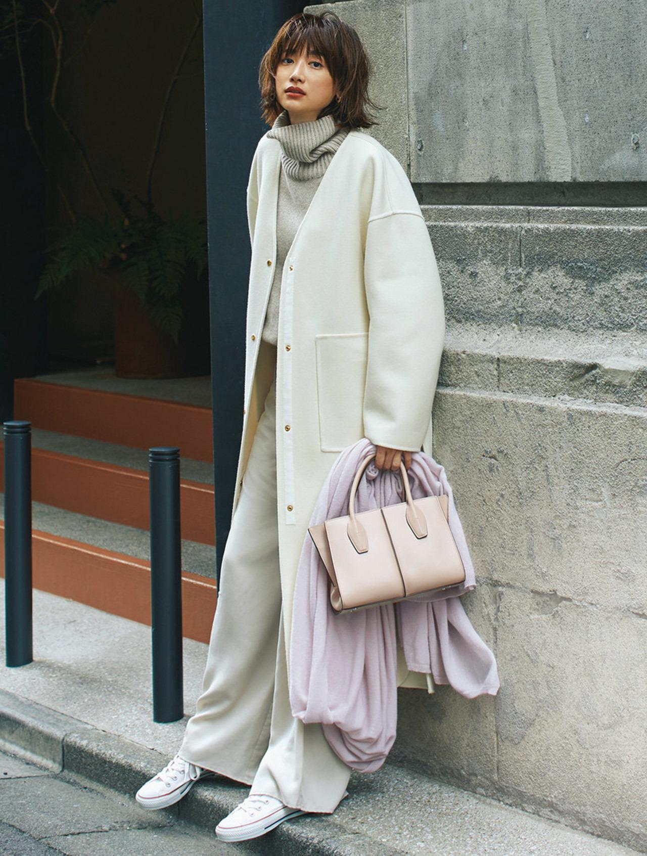 Style 4. オフホワイトコート×白コンバース