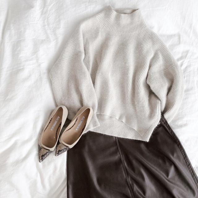 エアリーニット×エコレザースカート