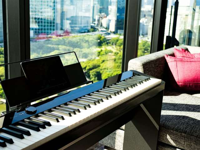 客室にはピアノが設置されてるなんて!驚き!素敵すぎる♡ 夜景みながら、お酒飲みつつ好きな時に弾ける幸せ